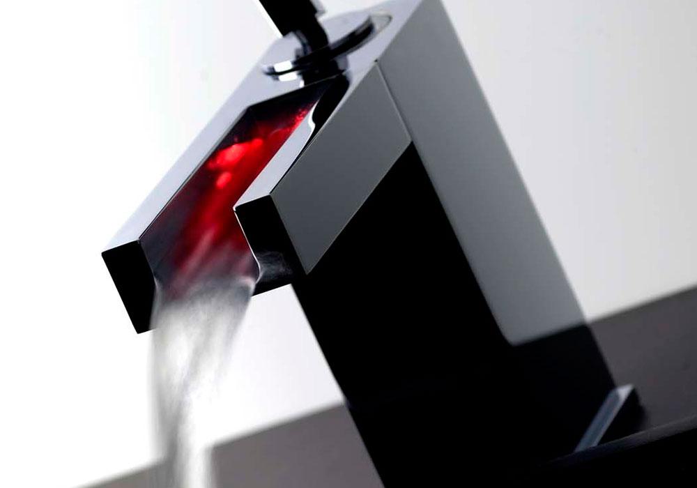 robinet Gessi éclairage led rouge Rettangolo Cascata