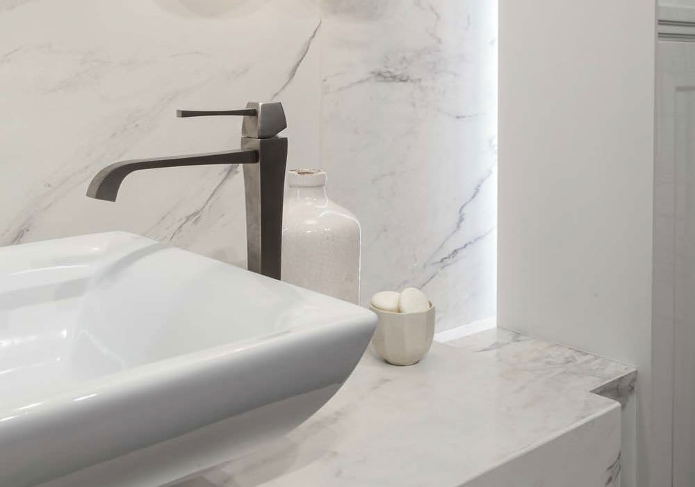 carrelage salle de bain casa dolce casa série Stone and more imitation marbre poli brillant, salle de bain chic - Kei Stone Aix en Provence
