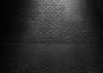 carrelage decor dentelle noire série déchirer désigner paola navone - Keistone Aix en Provence