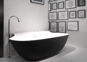 baignoire Scoop Falper noir et blanc chez Kei-Stone Carrelages & Bains Aix en Provence